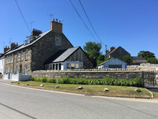 Morfan: Newport stone cottage with stone walls and gates to driveway