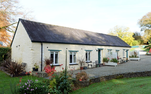 The garden and front of Swift Cottage