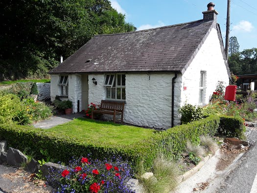 The Cottage at Dolau Afon with a small garden