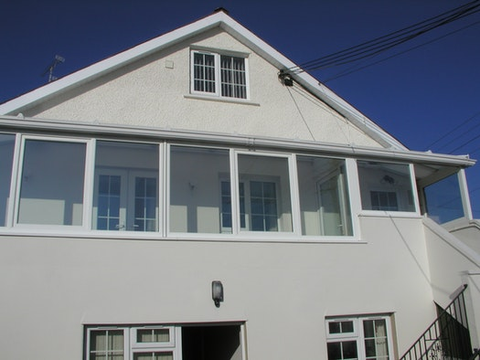 The outside view of Brynhelyg Loft