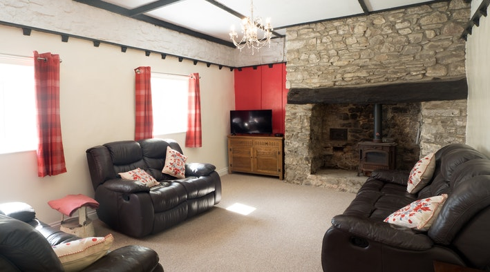 leather furniture, fireplace, red curtains, tv, character features