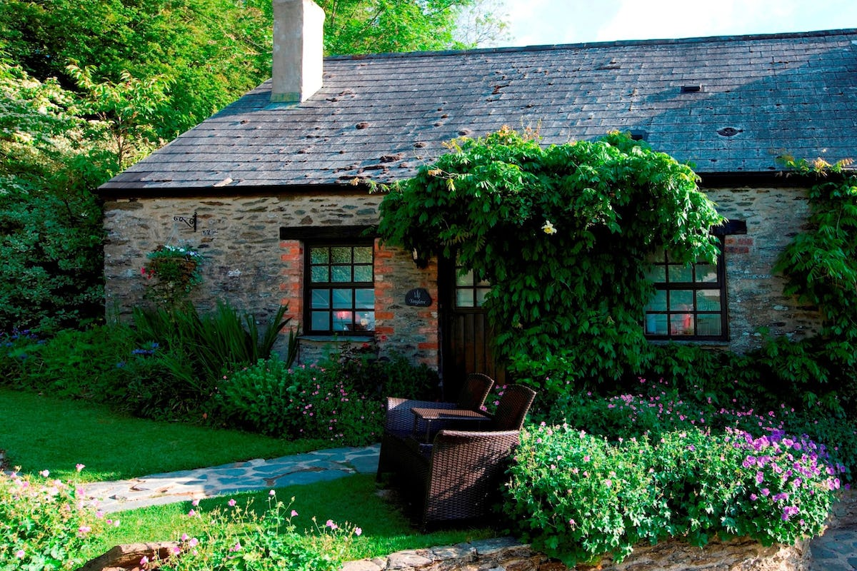 Foxglove cottage holiday cottage for 2 in lancych boncath near newcastle emlyn sleeps 2 plus for Holiday cottages in wales with swimming pools
