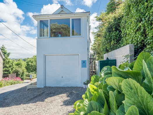 apartment above a garage in aberporth surrounded by gravel and greenery