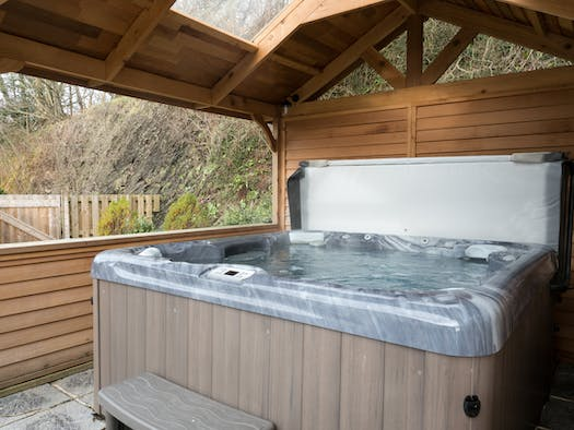 The covered hot tub at Ffermdy'r Groes