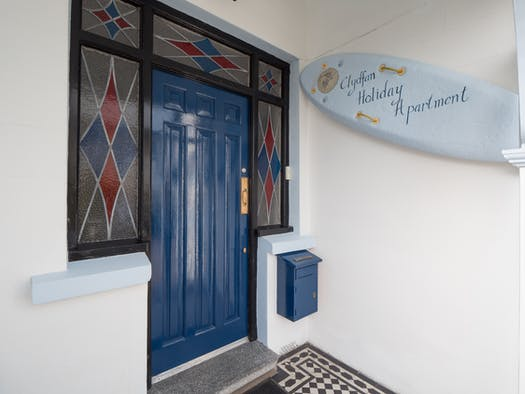 The front door to Clydfan apartment