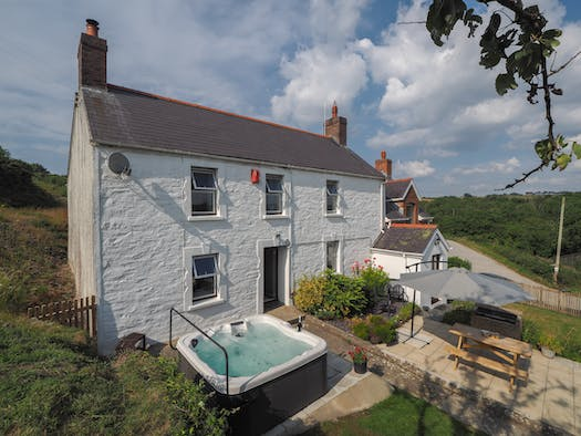 Bryn Farmhouse with hot tub and patio area with picnic bench and parasol