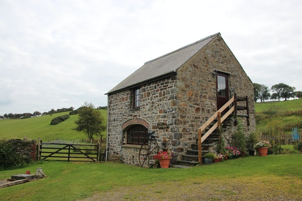 colwyn stone cottage outside view with fields behind and garden to front