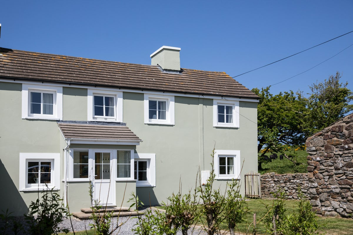 Luxury holiday cottages wales sea view no 3 tenby lodge for Premium holiday cottages
