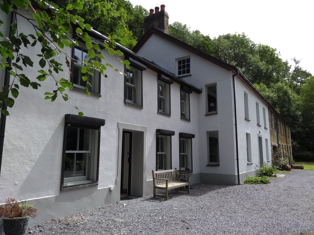 Gilfach Vale Large Secluded Country Cottage In Drefelin