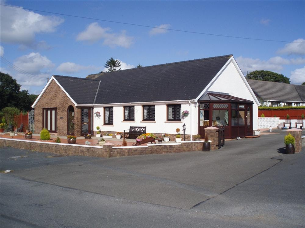 Llanmair dog friendly contemporary holiday home near for Modern house holiday lets