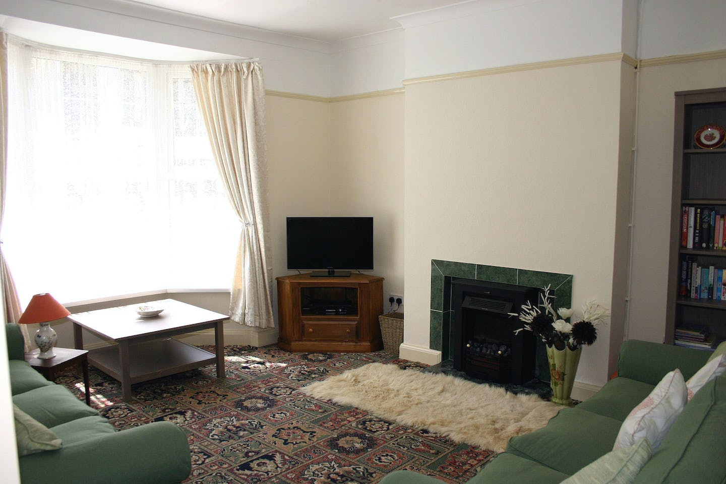 Mabel 39 s haven large holiday home in tenby pembrokeshire for Living room 507