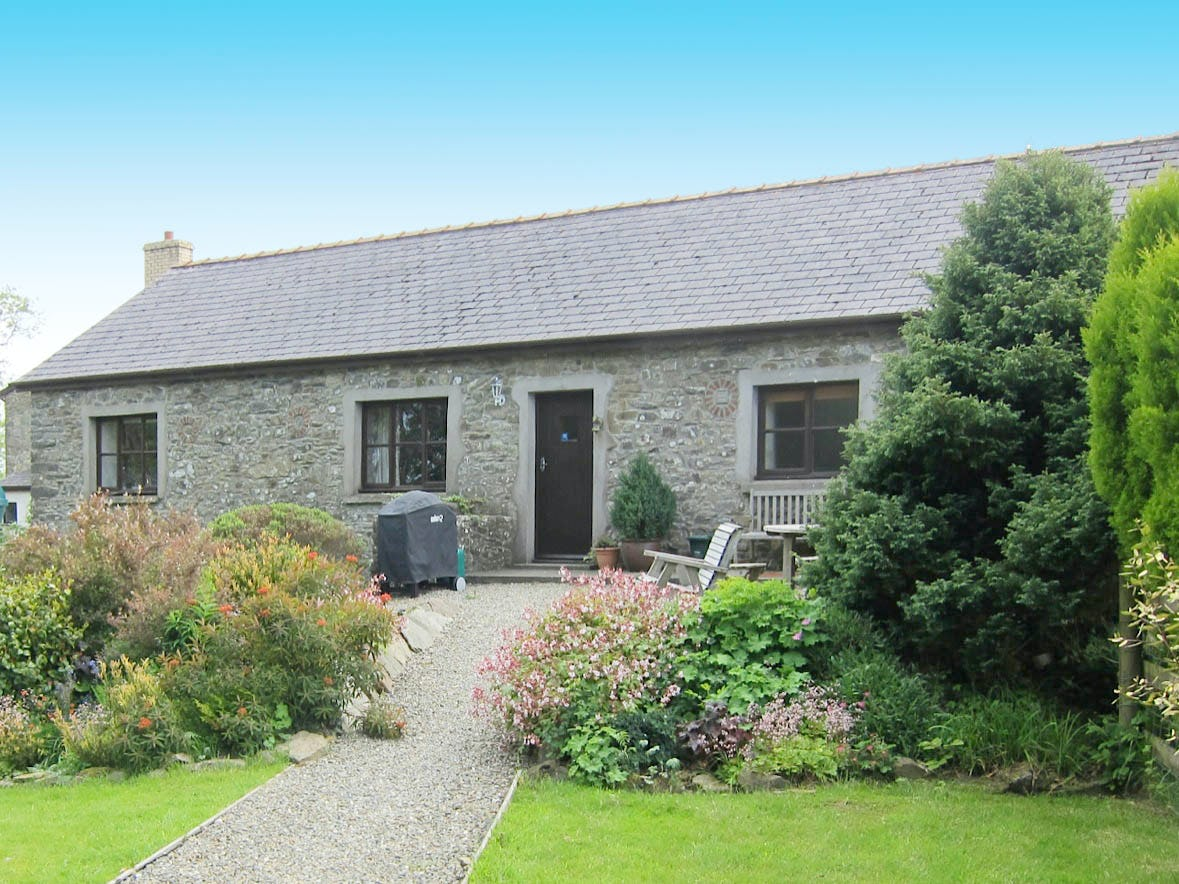 Dairy cottage family friendly holiday cottage on a farm for Family cottages