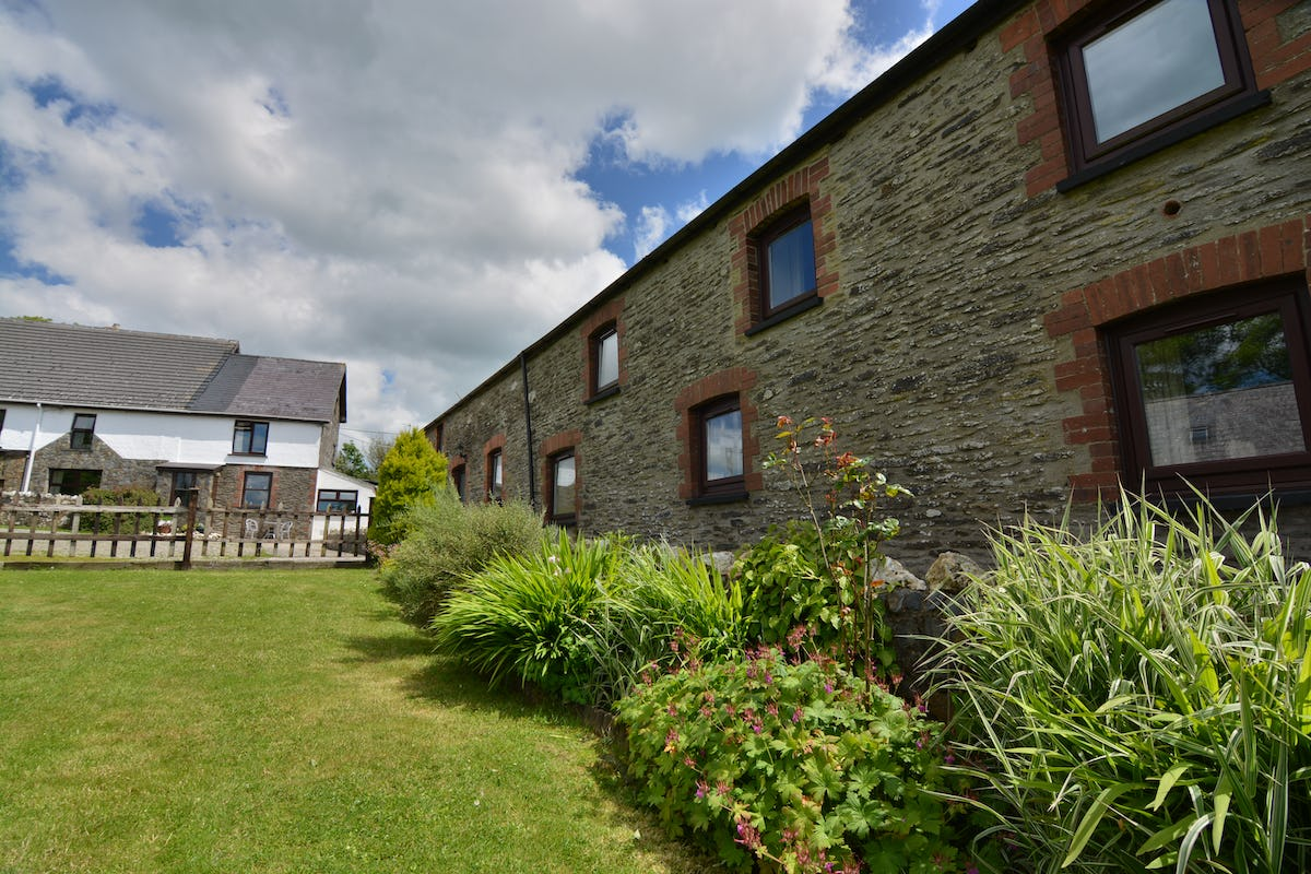 The Stables Large Luxury Holiday Cottage With A Shared Swimming Pool On Penwaun Farm Tanglwst